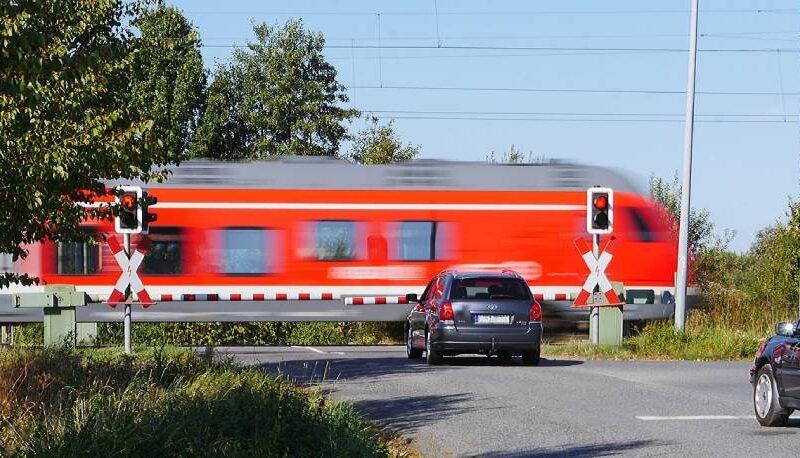 Їхати автомобілем чи купити квитки на поїзд?
